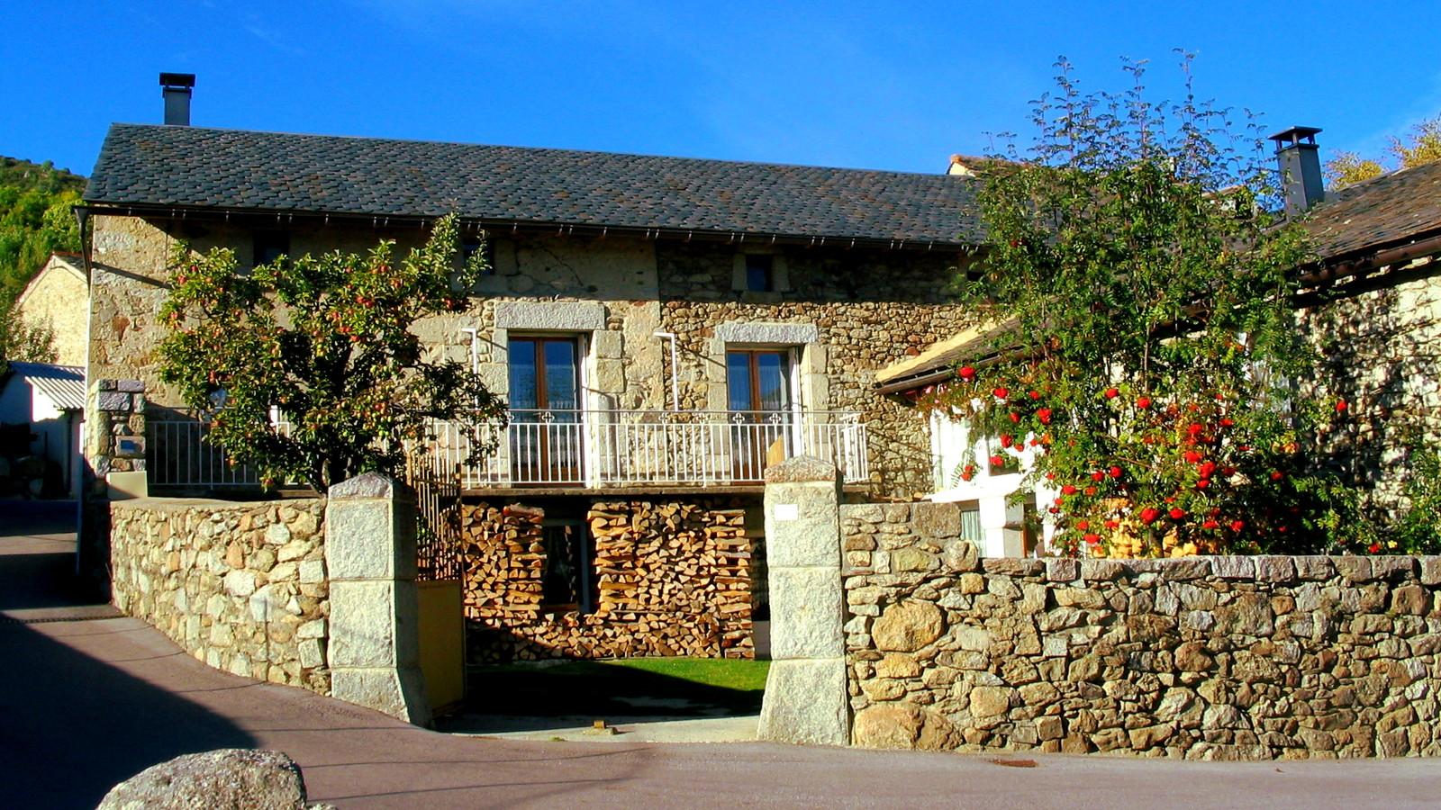 Casa rural navarre en dorres fachada sur de la casa - Casa rural en pirineo catalan ...